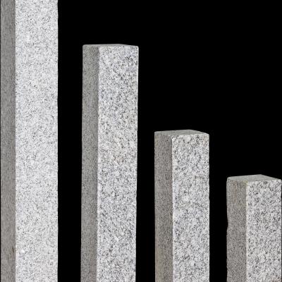 Palisade Granit hellgrau gesägt/geflammt, 125 x 12 x 12 cm