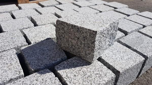 Pflastersteine Granit grau 10x10x10,OF gesägt + gestrahlt