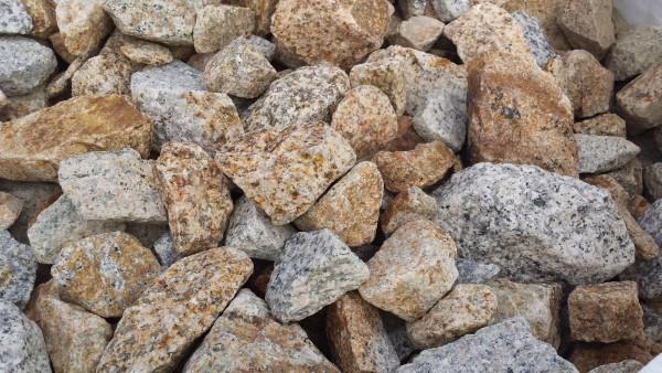 Schroppen Granit gelb-grau 50 x 150 mm